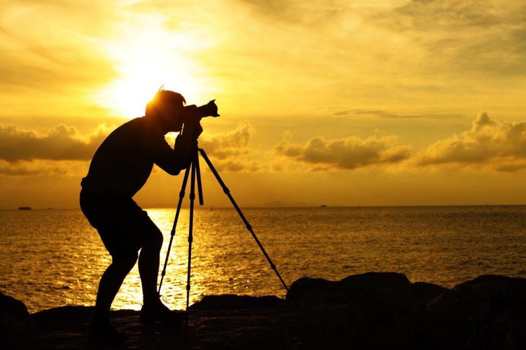 silhouette-photographer-tripod-sunset-sunrise